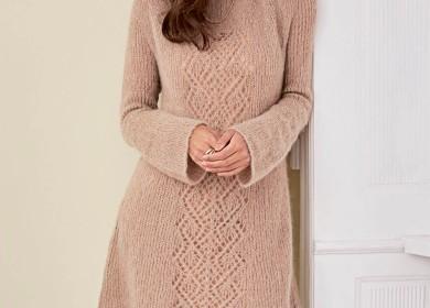 Создаем нежный образ: платье-туника с ажурной полосой спицами