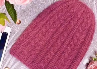 Женская шапка спицами с красивым узором (+подборка схем узоров)