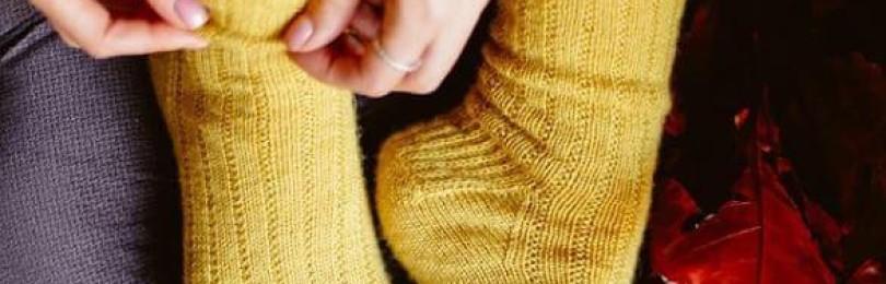 Вяжем спицами теплые шерстяные носки простым узором