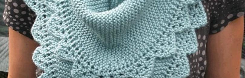 Теплая треугольная шаль «Недотрога» спицами