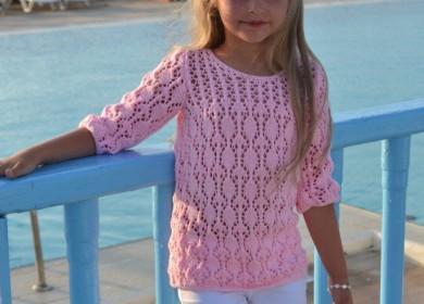 Легкий ажурный свитер для девочки на тёплое лето