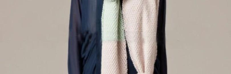 Вязание шарфа спицами из двух цветов