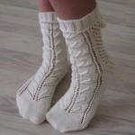 Вяжем спицами ажурные носочки схемы и видео с подробным описанием