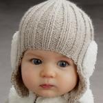 Красивая шапочка для новорожденного, вязаная спицами