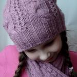Вязанная спицами детская шапочка для девочки пяти лет с описанием