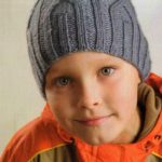 Шапочки для мальчиков спицами — 8 вариантов с описанием и МК
