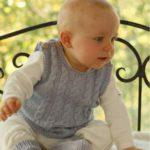 6 моделей безрукавок для мальчика спицами со схемами, описанием и видео