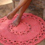 Вязание интересных моделей ковриков крючком с фото, схемами, описанием и видео