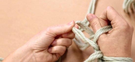 Связанные платками руки фото видео считаю