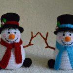 Снеговики крючком — 6 оригинальных вариантов
