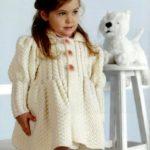 7 вариантов вязаного пальто для девочки со схемами и описанием