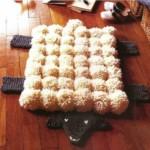 12 вариантов ковриков вязаных спицами со схемами, описанием и видео мк