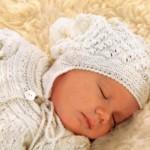 13 вариантов чепчиков для новорожденного вязаных спицами со схемами, описанием и видео мк