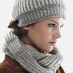 12 моделей женских шапок вязанных английской резинкой спицами со схемами, описанием и видео МК