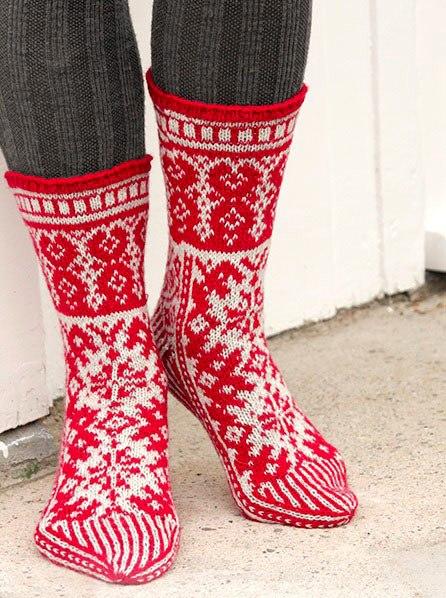 Вязаные носки спицами с узором: 14 моделей со схемами и ...