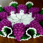 Салфетка крючком виноградная гроздь: 3 модели со схемами, описанием и видео МК
