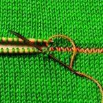 Как соединить вязаные детали с помощью иглы, спиц и крючка