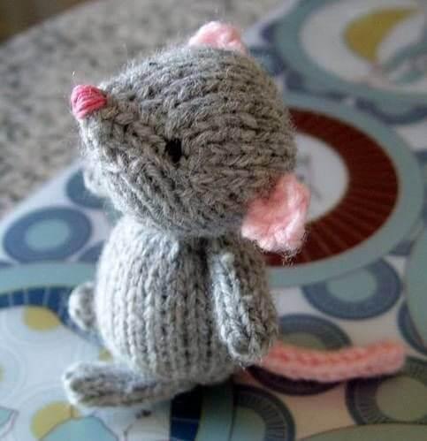 6 вариантов крысок и мышек вязанных спицами