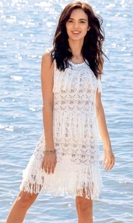 Белое ажурное платье и летняя ажурная туника с бахромой выполненные крючком и спицами