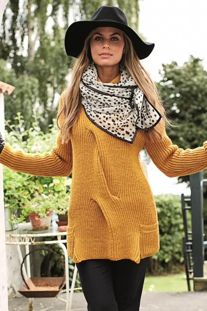 Удлинённый свитер цвета охры