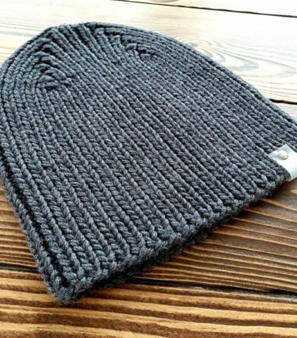 Мужская шапка спицами 2